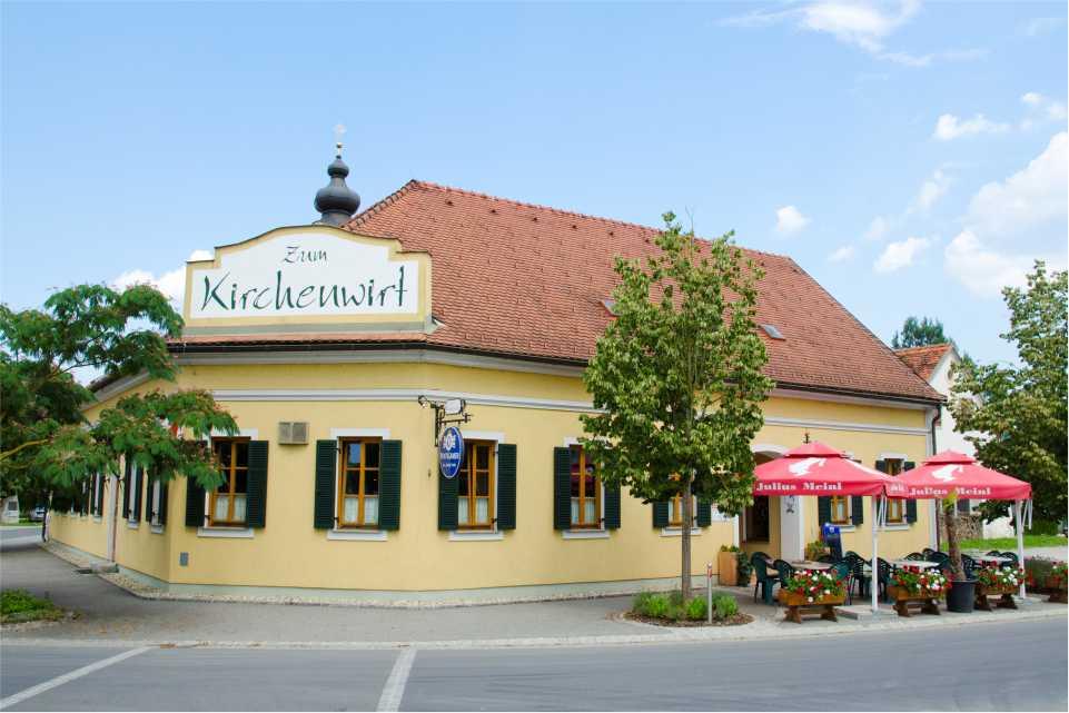 Gasthaus Andreas Mandl zum Kirchenwirt Altenmarkt bei Fuerstenfeldn Gastgeber am feistriztalradweg r8 Gaststaette